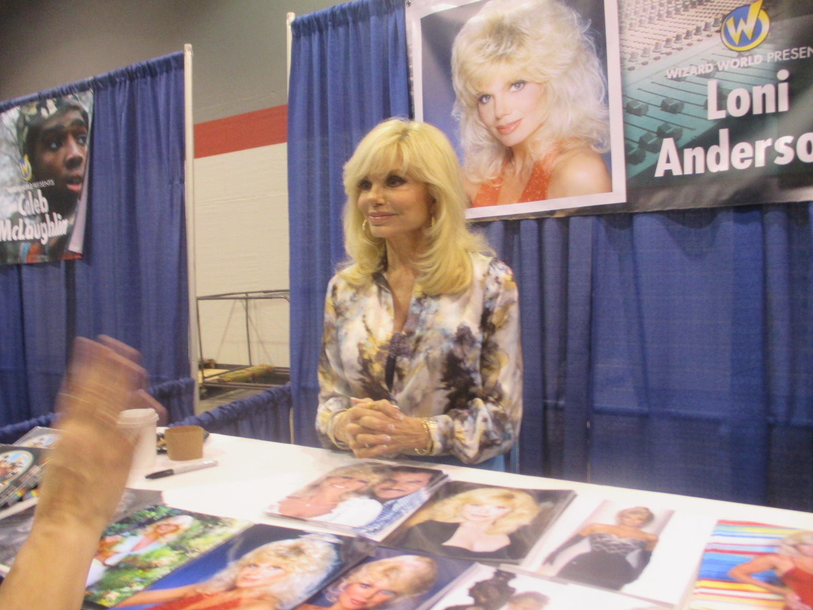"""2017 """"VIP"""" at """"Wizard World Comic Con Chicago""""!! Pictured Is Loni Anderson o"""